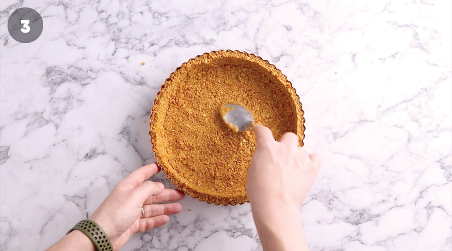 Instructional image for Strawberry And Pretzel tart 02
